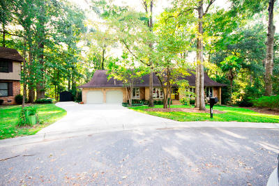 Single Family Home For Sale: 102 Dawnshire Ct