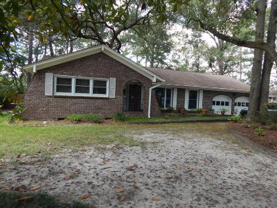 Summerville Single Family Home For Sale: 207 Grouse