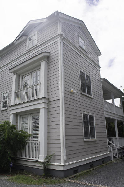 Single Family Home Contingent: 32 Mary Street #A