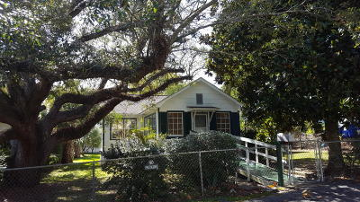 Single Family Home For Sale: 107 Carr Street