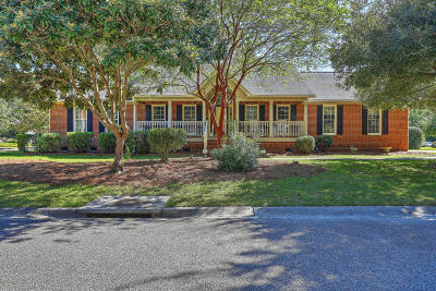 Lawton Bluff Single Family Home Contingent: 686 Travers Court