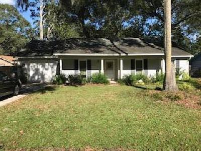 Queensborough Single Family Home For Sale: 1028 Yorktown Drive