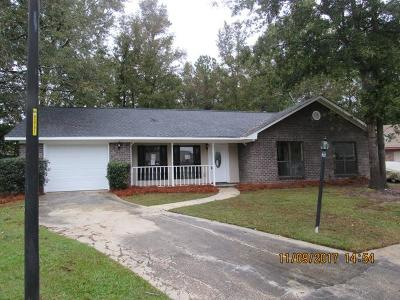 Goose Creek Single Family Home For Sale: 405 Hunt Court