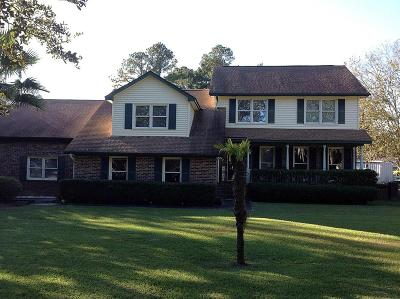 Moncks Corner Single Family Home Contingent: 1015 Live Oak Avenue