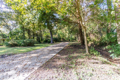 Residential Lots & Land Contingent: 915 King Richard Drive