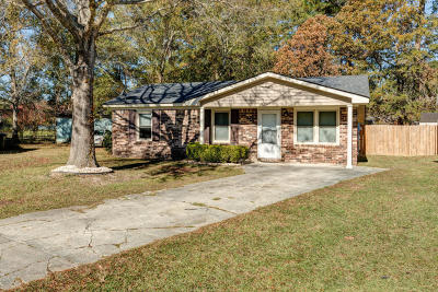 Goose Creek Single Family Home Contingent: 156 Red Cedar Drive