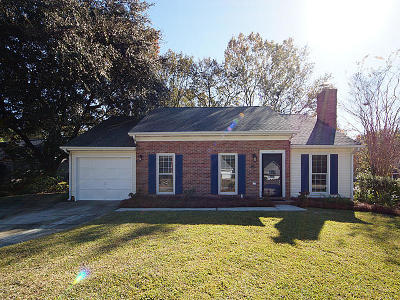 Goose Creek Single Family Home For Sale: 104 Chownings Lane