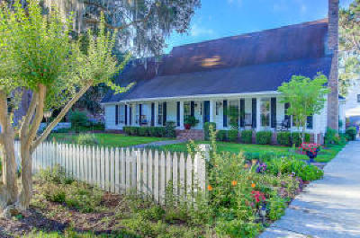 Charleston Single Family Home For Sale: 979 Harbortowne Road