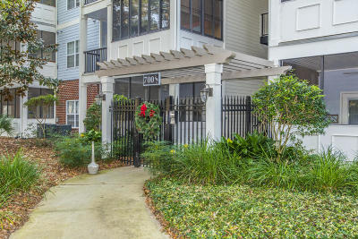 Charleston SC Attached For Sale: $240,000