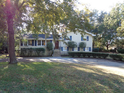 Charleston Single Family Home For Sale: 1581 Fairway Drive