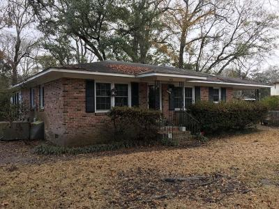 Single Family Home Contingent: 972 Yorktown Drive