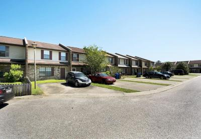 Attached Contingent: 4187 Balmoral Court #4187