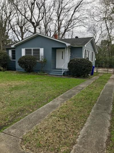 Single Family Home For Sale: 1619 Larry