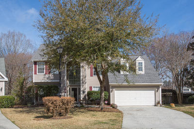 Summerville Single Family Home For Sale: 104 Cottage Court
