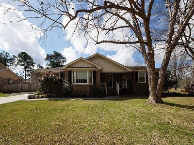 Single Family Home For Sale: 2 Brook Hollow Court