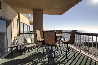 Awendaw, Wando, Cainhoy, Daniel Island, Isle Of Palms, Sullivans Island Attached For Sale: 1102 Ocean Club