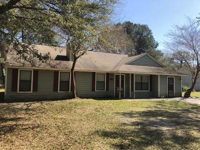Charleston Single Family Home For Sale: 1090 Oakcrest Drive