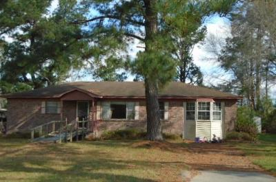 Moncks Corner Single Family Home For Sale: 300 W End Drive