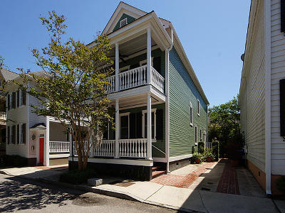 Charleston Single Family Home For Sale: 17 Menotti Street