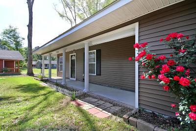 Single Family Home For Sale: 14 Laurel Leaf Lane