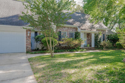 Summerville Single Family Home For Sale: 112 Pointer Drive