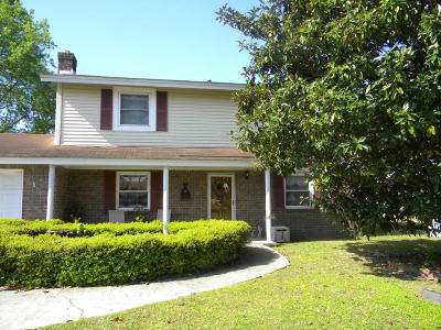 Goose Creek Single Family Home For Sale: 204 Horseshoe Drive
