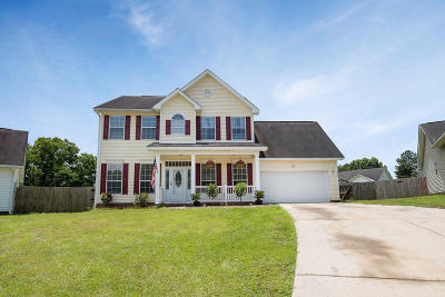 Goose Creek Single Family Home For Sale: 611 Saint Ives Lane