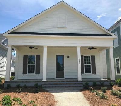 Summerville Single Family Home For Sale: 215 Gnarly Oak Lane