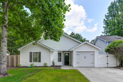 Summerville Single Family Home For Sale: 104 Eaton Way