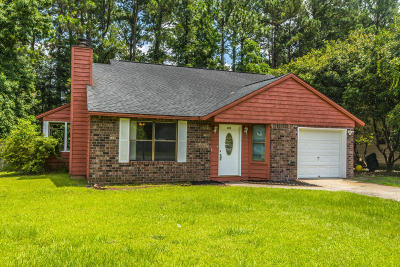 Summerville Single Family Home For Sale: 212 Oxford Way