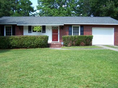 Summerville Single Family Home For Sale: 118 Forest Circle