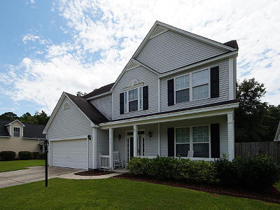 Summerville Single Family Home For Sale: 215 Ashford Circle