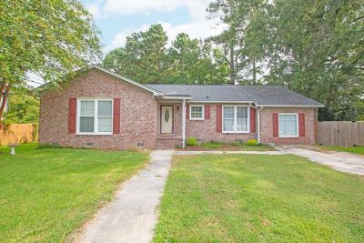 Summerville Single Family Home For Sale: 104 Ellen Court