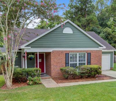 Summerville Single Family Home For Sale: 105 Mill Pond Court