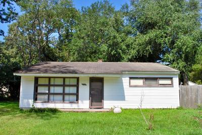 Single Family Home Contingent: 1204 Hawthorne Circle