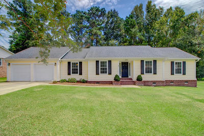 Summerville Single Family Home For Sale: 204 Red Fox