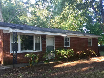 Single Family Home Contingent: 1149 Oxbow Drive