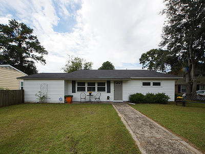 Single Family Home Contingent: 1235 Hawthorne Circle