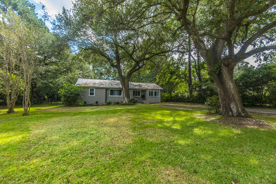 Charleston Single Family Home For Sale: 1665 Dogwood Road