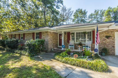 Summerville Single Family Home For Sale: 405 Partridge Circle