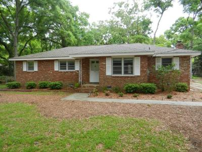 Fort Johnson Estates Single Family Home Contingent: 452 Wallace Drive