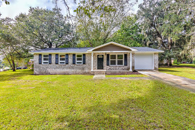 North Charleston Single Family Home For Sale: 7643 Cherrywood Drive