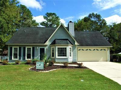 Summerville Single Family Home For Sale: 215 Blue Heron Drive