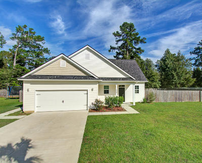 Single Family Home For Sale: 208 Samantha Way