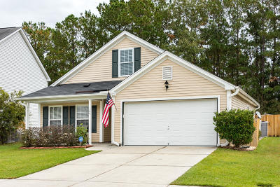 Goose Creek Single Family Home For Sale: 184 Wildberry Lane