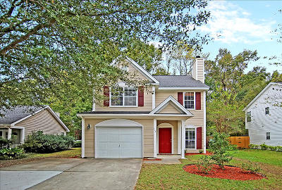 Goose Creek Single Family Home For Sale: 114 W Hartwick Lane