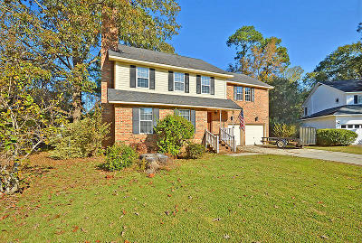 Summerville Single Family Home For Sale: 1017 Crooked Stick Court