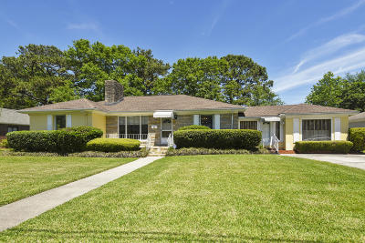 Single Family Home For Sale: 22 Charlestowne Road