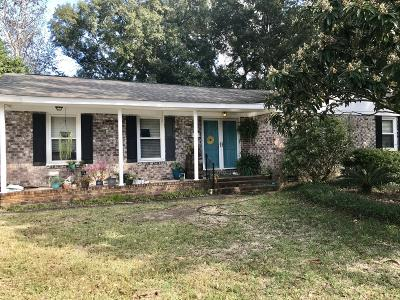Charleston Single Family Home For Sale: 2 Wendy Lane