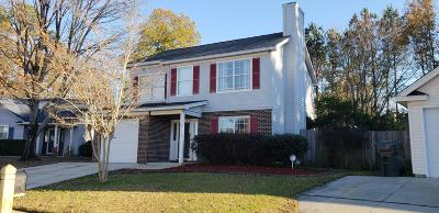 Goose Creek Single Family Home For Sale: 114 E Hartwick Lane